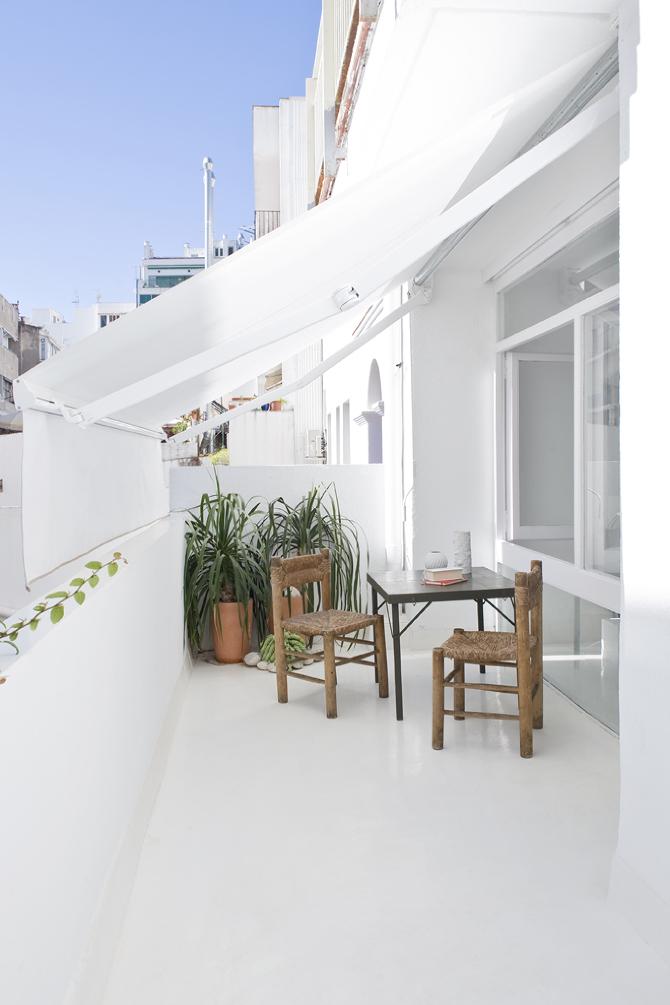 La pequeña terraza de The white retreat en Sitges