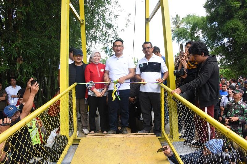 Gubernur Jabar Resmikan Jantung Desa Di Garut : Anak Sekolah Tak Perlu Lagi Gunakan Rakit