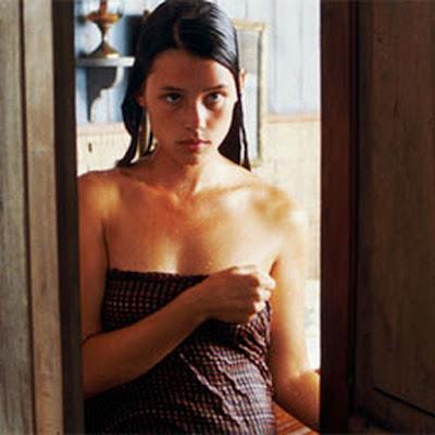 Actress Àstrid Bergès-Frisbey Cleavage Actress Trend