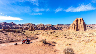 Uraling again in the Cathedral Valley, boondocking at the Coal Mine Wash BLM site.
