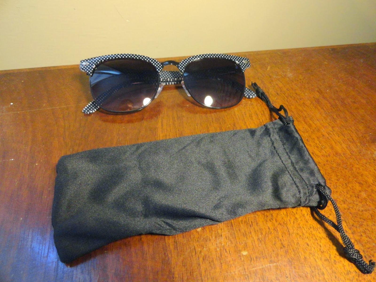 Clothes & Dreams: Shoplog: Primark: black and white dotted sunglasses with case