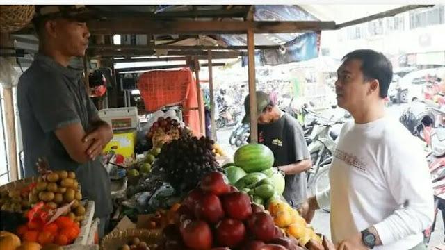 Rycko Menoza mengunjungi beberapa tempat dan berdialog dengan warga