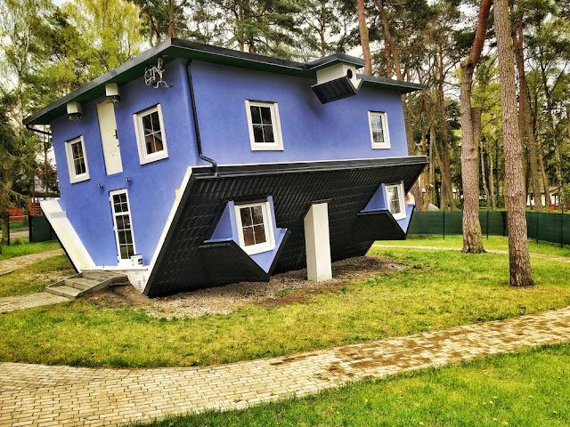 ngôi nhà quay ngược trên thế giới