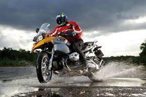 tips-berkendara-saat-hujan-dengan-nyaman-aman