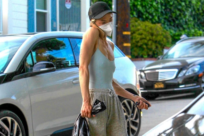 Jaime King Clicked While Leaving Liquor Store in Hollywood 27 Apr- 2020