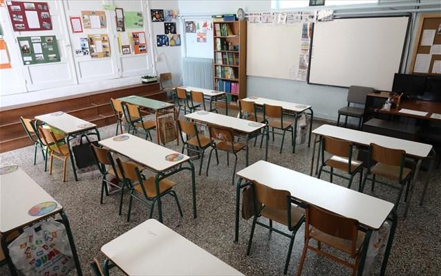 Αλληλέγγυα Πόλη: «Έπρεπε να κάνουν δέκα για τα σχολεία, έταξαν ένα (μάσκες) και τα έκαναν μαντάρα και σε αυτό»