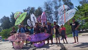 Puluhan Warga Malalak Terbangkan Layang-Layang Daguang di Pulau Angso
