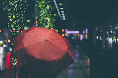 Pantun Hujan Turun Deras : Lucu, Menghibur, Bijak