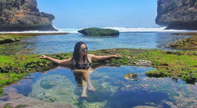 Bidadari Berenang di Teluk Bidadari