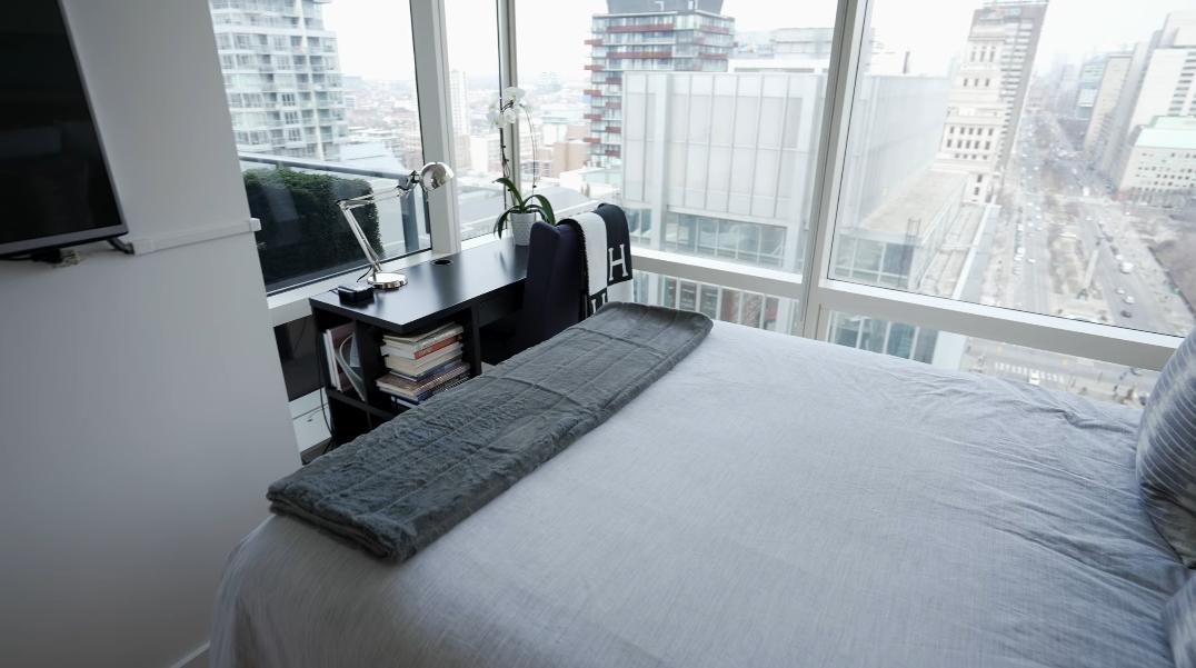 21 Photos vs. 180 University Avenue #2305, Toronto Interior Design Tour