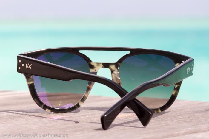 Blogger influencer con gafas de sol optica modelo aviador pasta estilo masculno