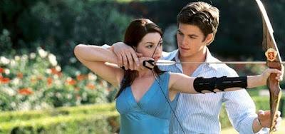 Anne Hathaway e Chris Pine em cena de O Diário da Princesa 2, filme que a Globo exibe nesta quinta (11) na Sessão da Tarde
