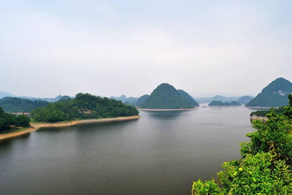 ทะเลสาบไป่ฮวา (Baihua Lake) @ www.chinadragontours.com