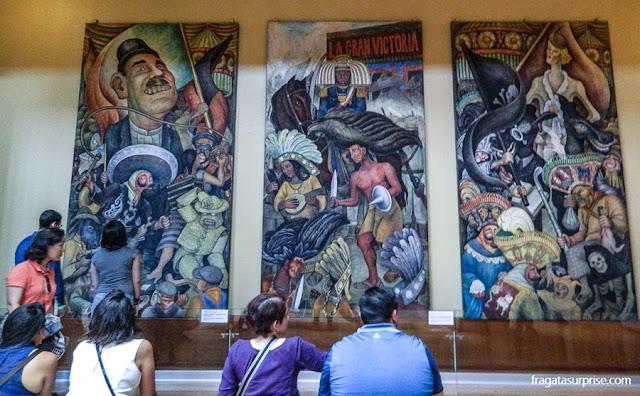 """Mural de Diego Rivera, """"Carnaval da vida mexicana"""", no Palácio Nacional de Belas Artes"""
