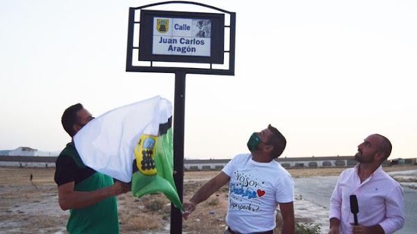 Dedican una calle a Juan Carlos Aragón en Pedrera (Sevilla)