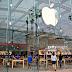 أعادت شركة Apple فتح جميع متاجرها للبيع بالتجزئة في الولايات المتحدة للمرة الأولى منذ ما يقرب من عام
