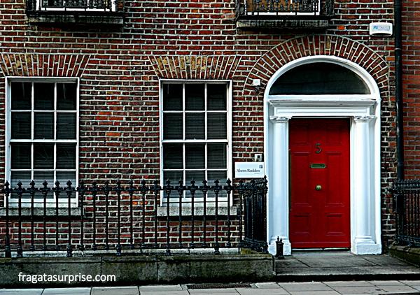 Detalhes de uma clássica fachada georgiana de Dublin