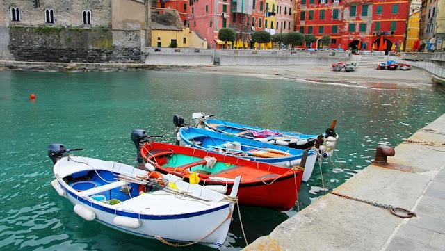 Passeio de barco passando pelas Cinque Terre