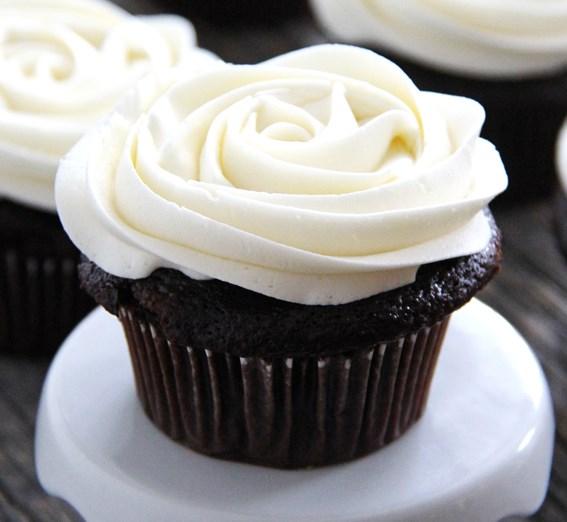Marshmallow Vanilla Buttercream Frosting #desserts #cake