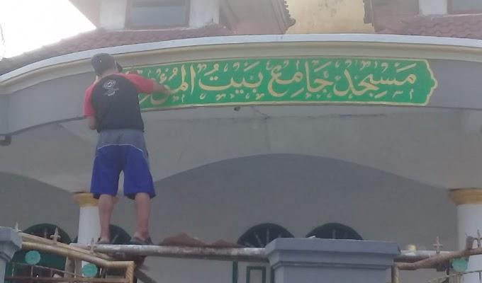 Cinta Masjid, IRMABIC Bersihkan dan Hias Masjid dengan Kaligrafi