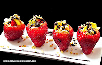 Fresas rellenas de fruta con chocolate