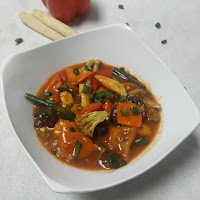 Serving exotic vegetables in hot garlic sauce