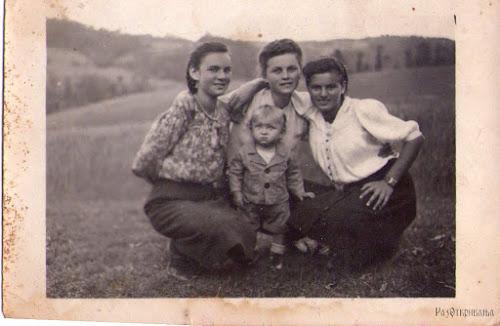 Сестре Милосава, Дринка и Ковиљка и мали Драгиша, фотографију доставио Петар Грбић, син Милосавин