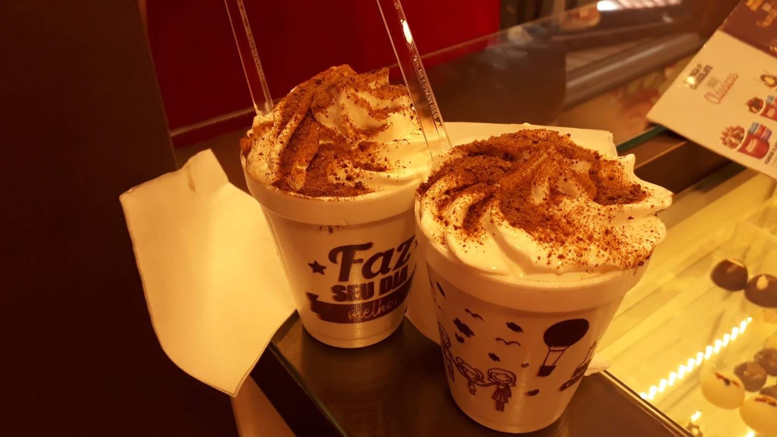 Chocolate de quente com chantilly