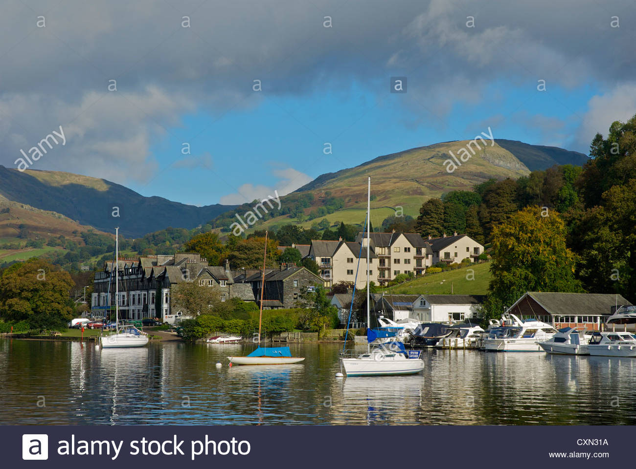 yachts-moored-on-lake-windermere-at-waterhead-lake-district-national-CXN31A-2.jpg