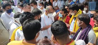 जयस ने विभिन्न समस्याओं को लेकर पूर्व मुख्यमंत्री श्री सिंह को आवेदन सौपा