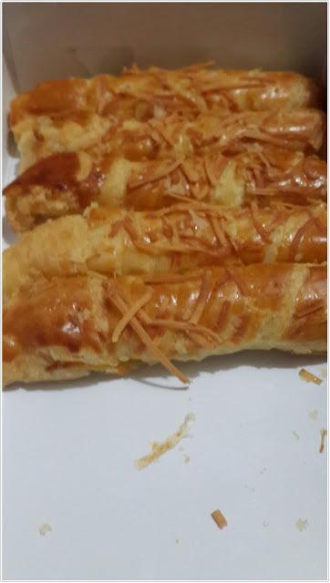 """Cheese Roll Mayasari Bakery"""" dalam kotak"""