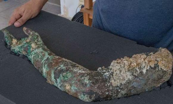 Des statues et un disque en bronze découverts dans l'épave d'Anticythère