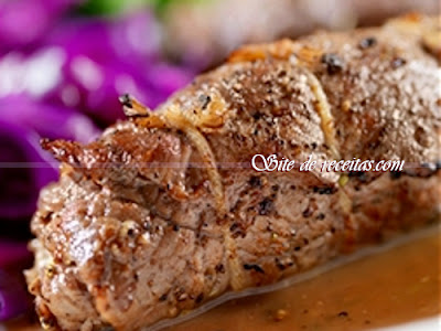 Carne recheada com farofa de maçã