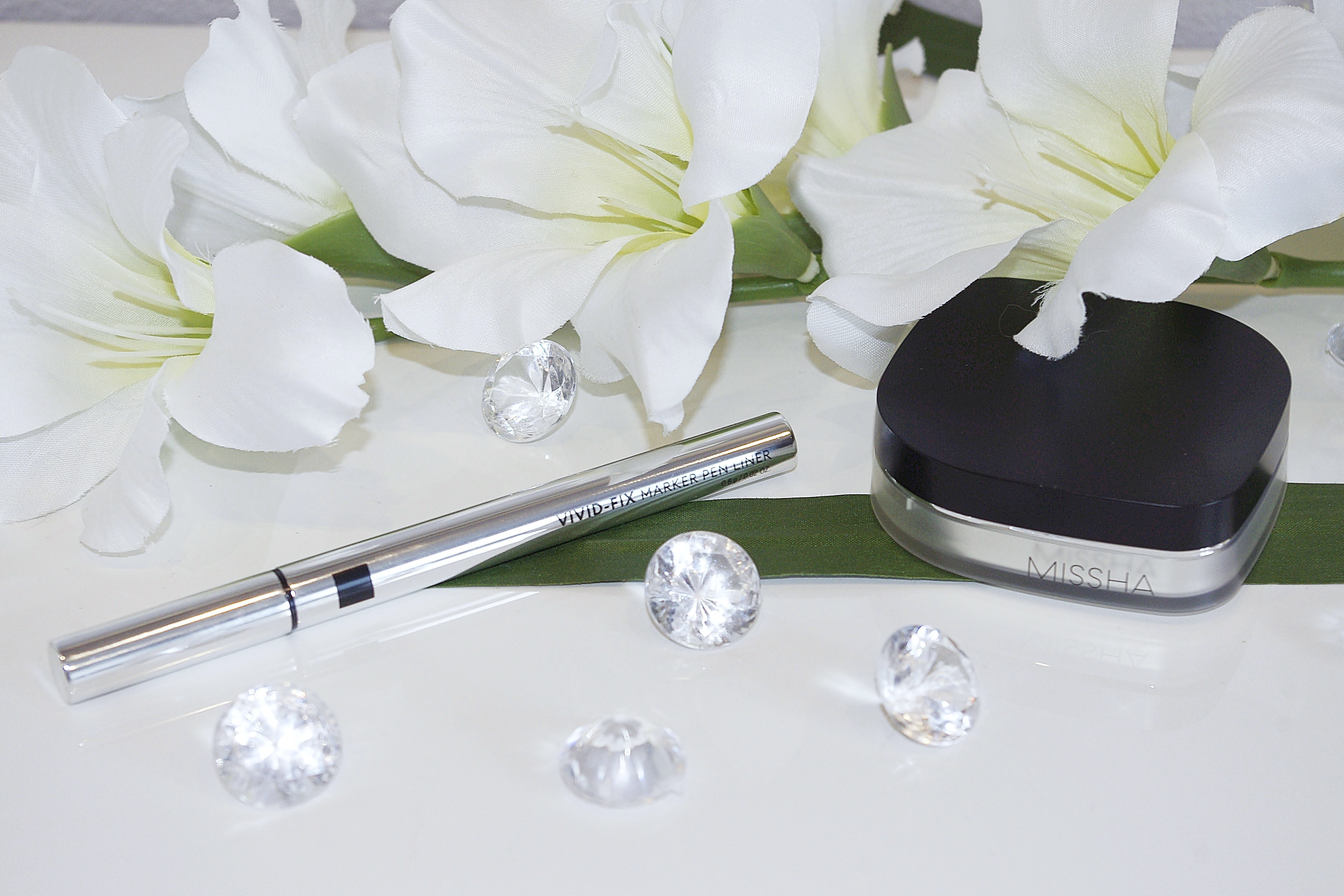 Missha - puder Signature Dramatic Two-Way Pact SPF25 PA++ i Vivid Fix Marker Pen Liner