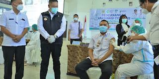 Vaksinasi Covid-19 Tahap Pertama di Dairi, Bupati Berharap Para Tokoh dan Pejabat Publik Sebagai Contoh kepada Masyaralat dalam Pencegahan