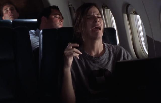 grua duke qarë në aeroplan