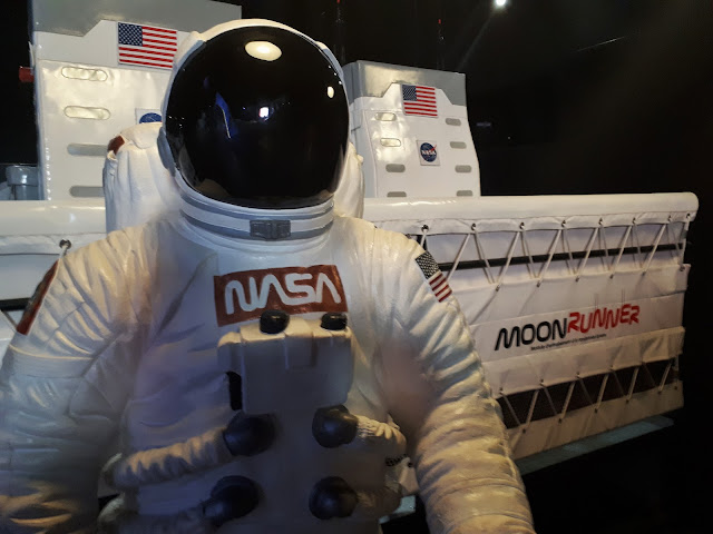 an astronaut at the moon runner at cite de l'espace in Toulouse