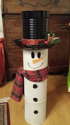 Decoração de Natal sem gastar muito: árvore de natal com latas de alumínio