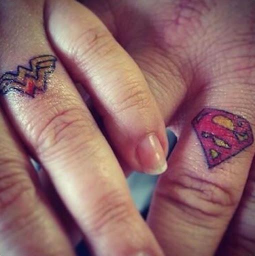 Superman e mulher-maravilha anel de tatuagens