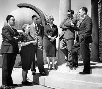 Members of the U of T astronomy department in 1962 with the David Dunlap Observatory in the background: from left to right, S. Van den Bergh, Helen Hogg, D.A. MacRae, Ruth Northcott, J.D. Fernie and J.F. Head (director). Photo source: The Canadian Encyclopedia