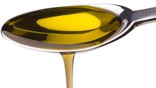 Foto de una cuchara con aceite