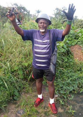 Photos of an 'Imo State militant on his way to surrender arms to Gov. Okorocha' lol