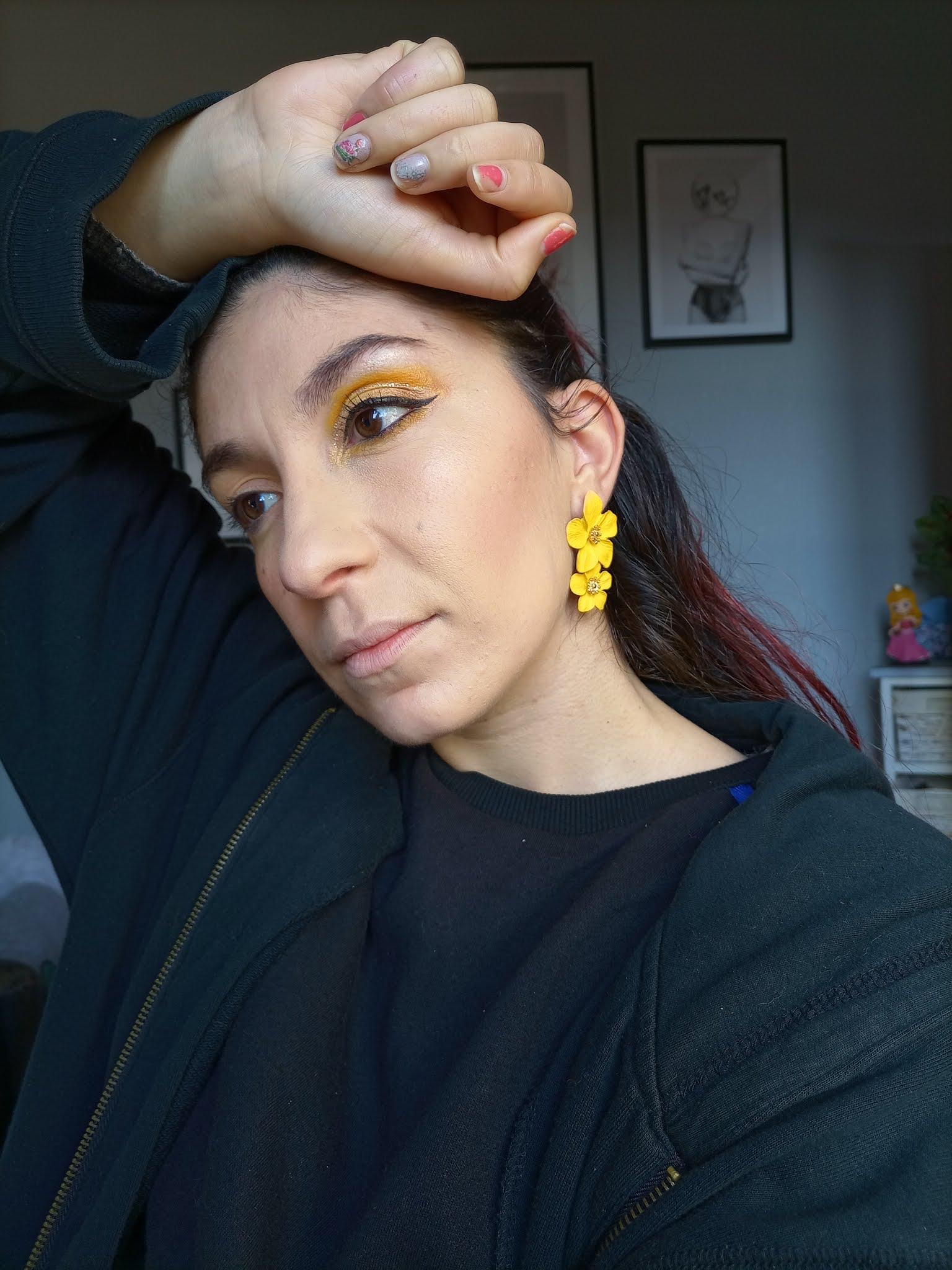 maquilhagem de olhos amarela