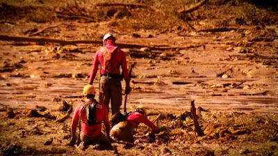 A tragédia em Brumadinho espalhou lama e tristeza; imagem do Arquivo A da TV Aparecida - Reprodução