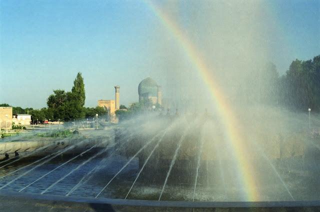 Ouzbékistan, Samarcande, Place Amir Timour, © Louis Gigout, 1999