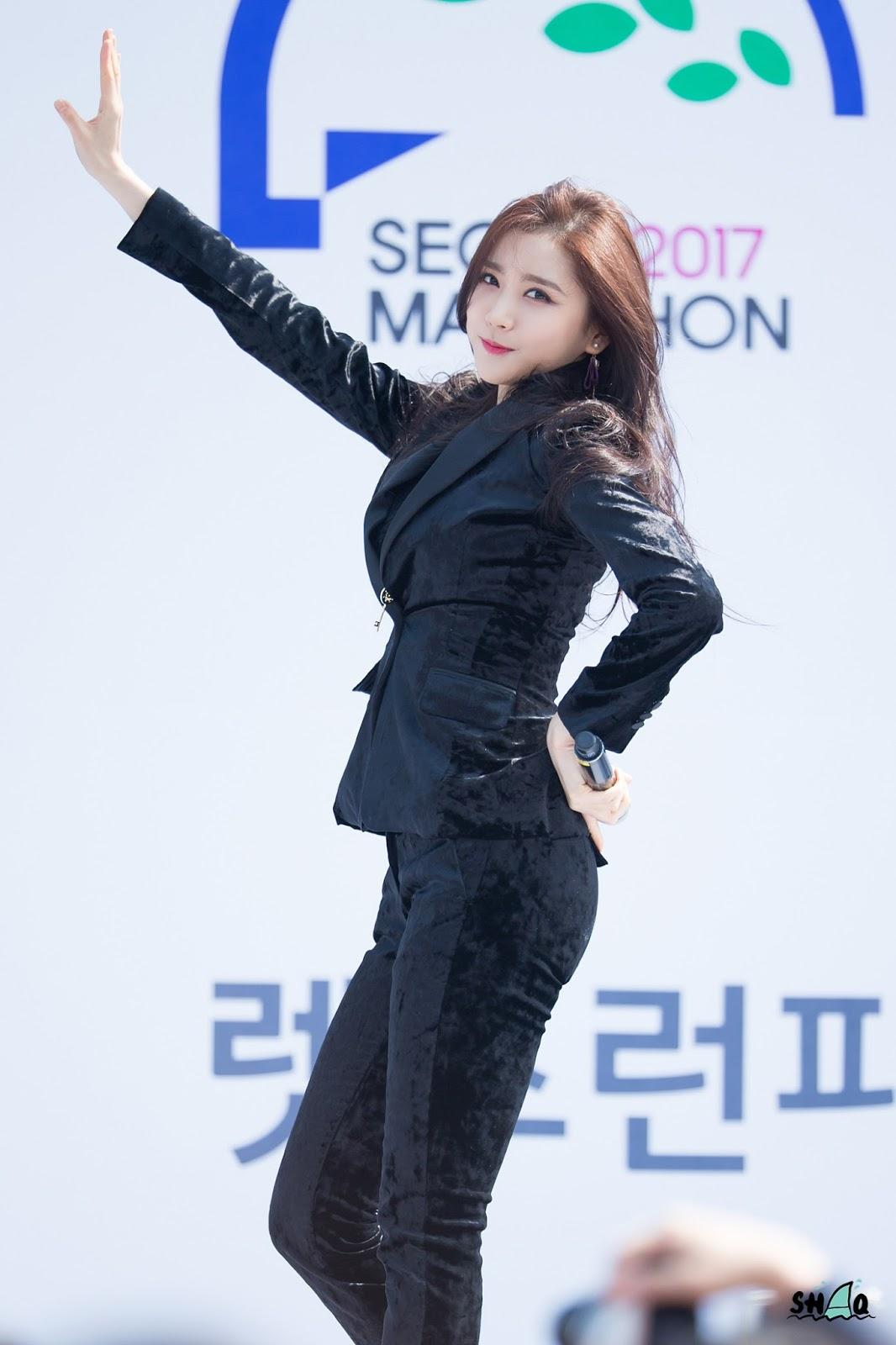 Korean Girl Group Hello Venus Beauty On Stage