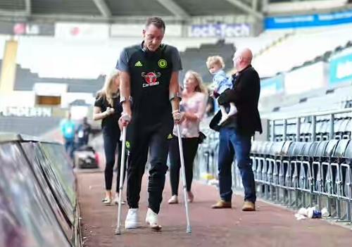 John Terry Leaves Stadium On Crutches After Chelsea's Draw With Swansea