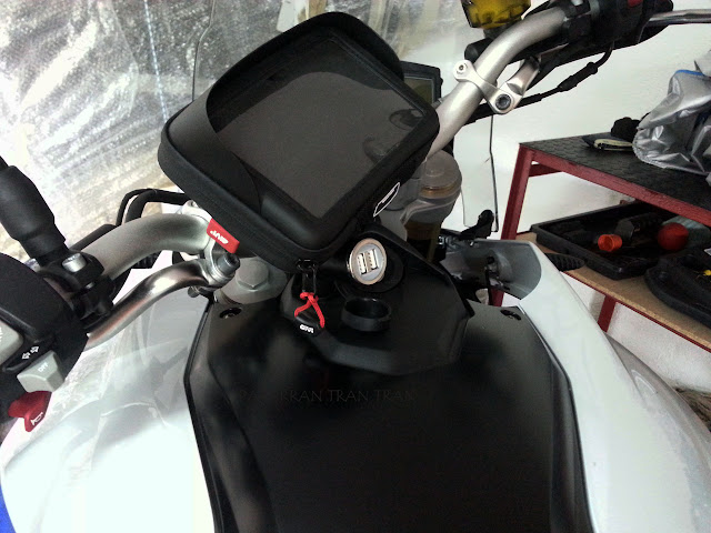 BMW f800GS. Trail Forever. Porta GPS Universal Givi s954b
