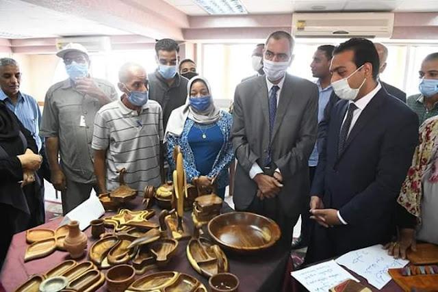 نائب محافظ قنا يشارك في مؤتمر حول الحرف اليدوية والتراثية.