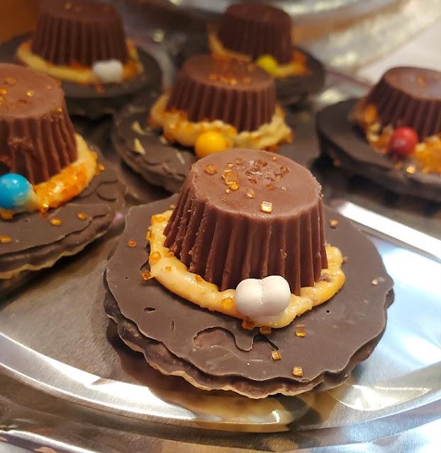 Thanksgiving  Pilgrim Cookie Hats
